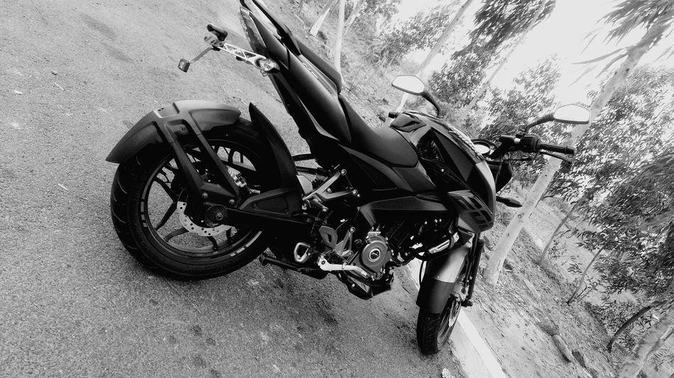 Bajaj Pulsar NS 200. GDFR Black Bajaj Ride Pulsar200ns