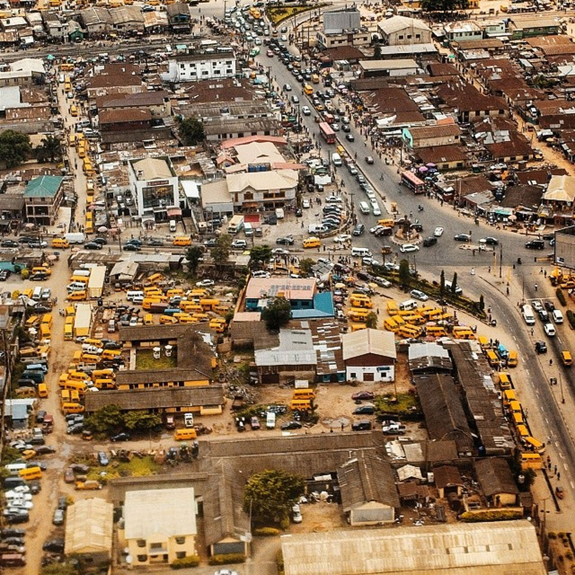 Yellow I believe is Lagos city's favorite colour, the color stands for joys, celebrations, vividness and above all the LagosHustle . Wish you guys a great weekend...see you on Monday when we begin hustling again. Nigeria Lookslikelagos africa snapitoga