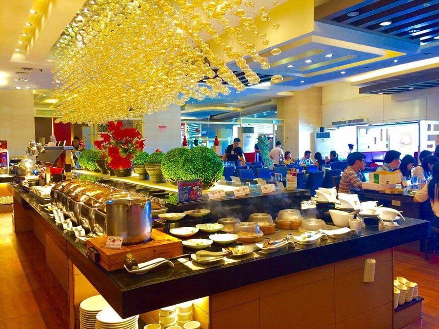 Certified foodies 😊 Buffet Time!!! Buffetlunch Buffetrestaurant YakiMix Feelingbloated Colorful Eyeemworld EyeemPhilippines EyeEm Best Shots EyeEm Gallery