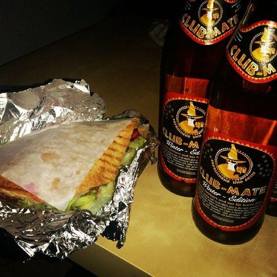 *_* Tatort kann kommen! Winter Clubmate & Falafel :>