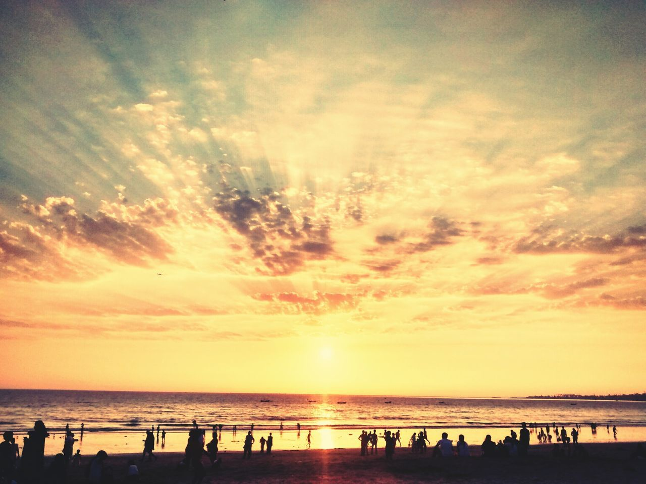 sunset, sky, silhouette, sea, beach, water, scenics, beauty in nature, cloud - sky, horizon over water, tranquil scene, nature, sun, tranquility, large group of people, horizon, outdoors, people