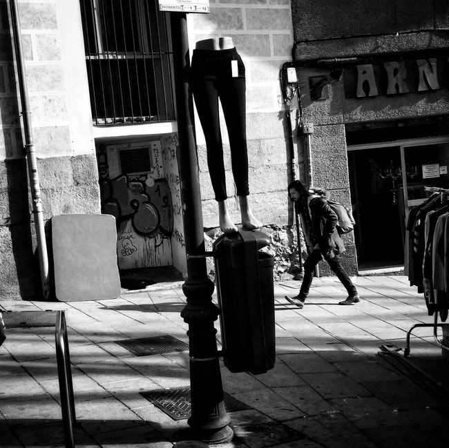 Monochrome Streetphoto_bw Streetphotography Street Life Life In Motion Madrid Blancoynegro Blackandwhite Streetphotography_bw Contrast Flaneur IPhoneography Street NEM Black&white