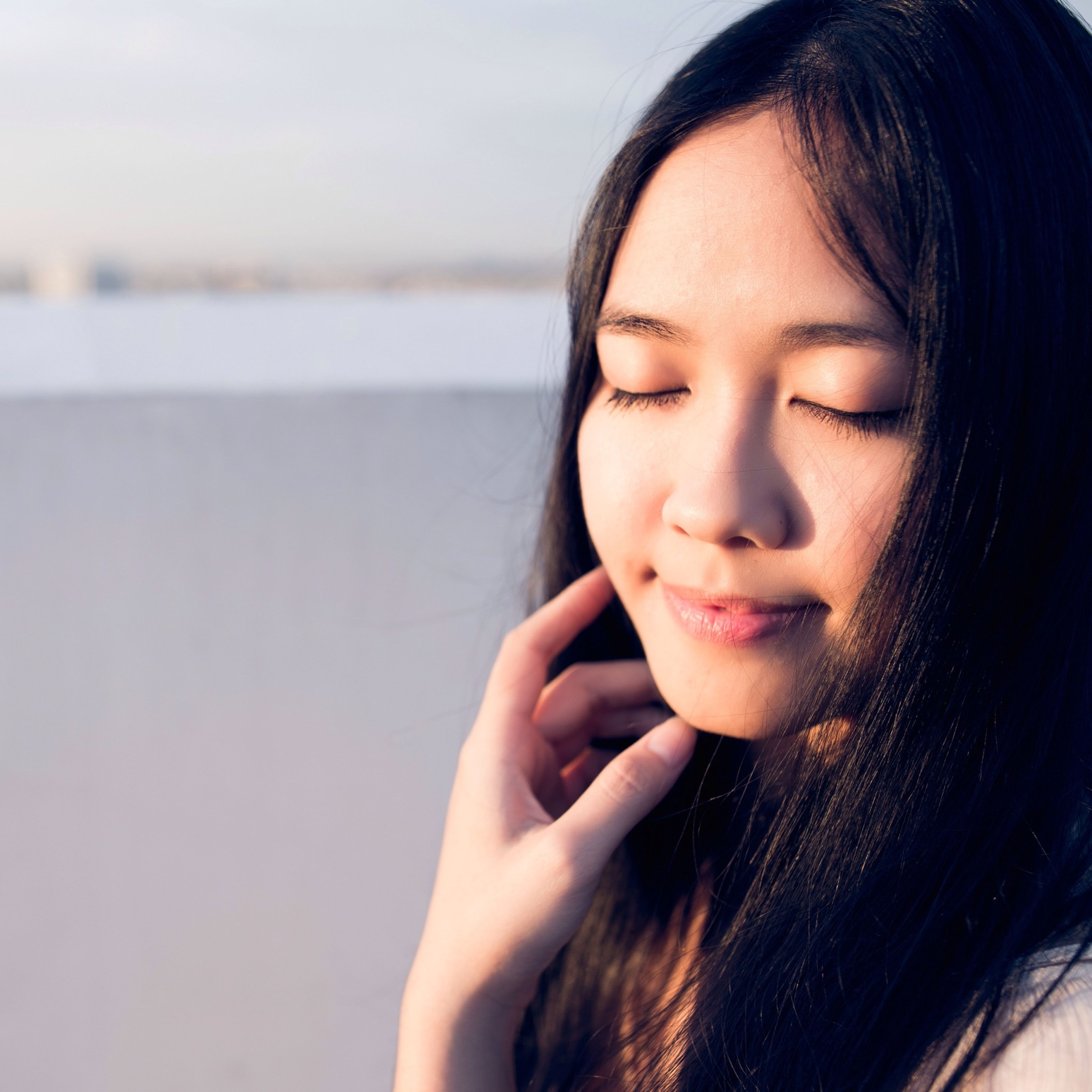 person, young adult, young women, looking at camera, headshot, portrait, lifestyles, front view, long hair, human face, close-up, leisure activity, smiling, contemplation, childhood, head and shoulders
