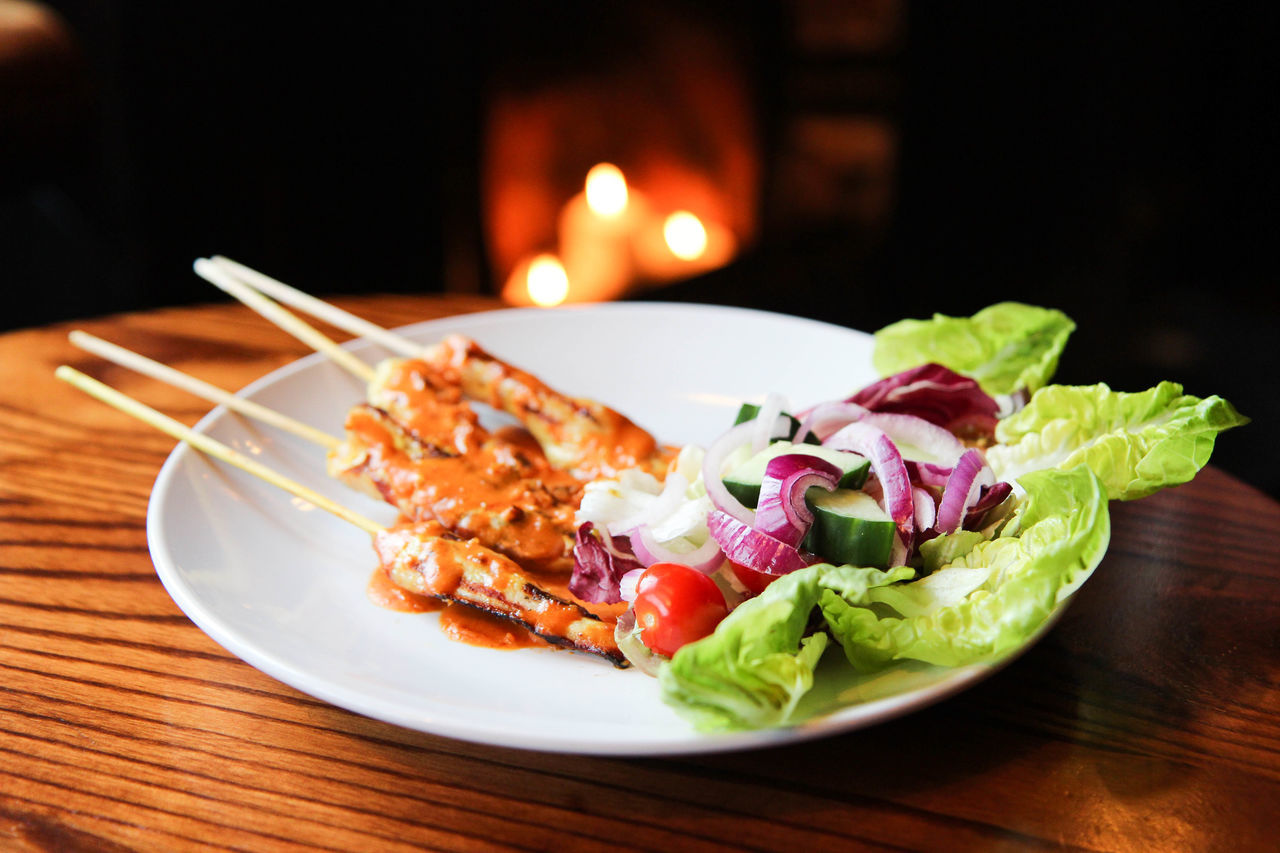 Close-up Focus On Foreground Food Freshness Indulgence Meal No People Plate Ready-to-eat Selective Focus Served Serving Size Still Life Temptation Chicken Skewers Salad Onion Fireplace Pub Atmospheric Mood EyeEm Best Shots Eyeem Food  EyeEm Best Edits EyeEm Gallery Eyeem Market