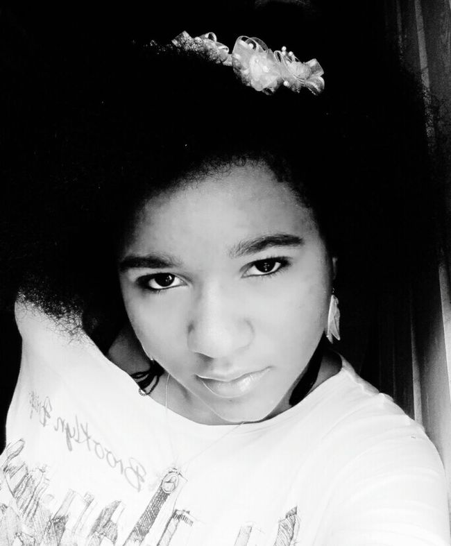 Lipstick Lightmakeup Womanselfie Black & White Profoundlipgloss Nohairdressing