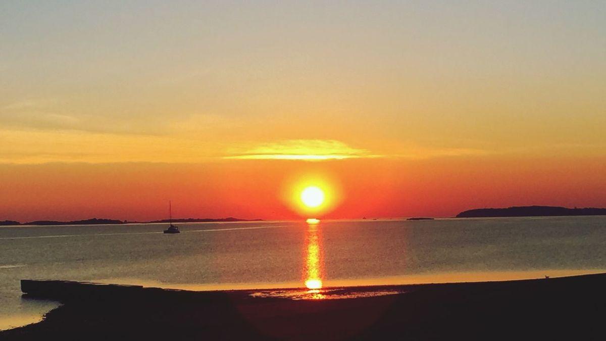 43 Golden Moments Sunrise Silhouette Wollaston Beach Smallboat
