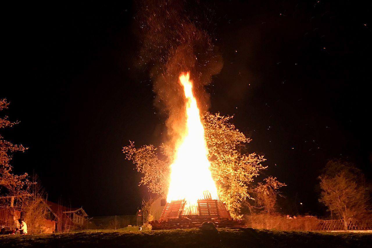 Walpurgisnacht Walpurgis Night Walpurga Walpurgis Night Fire Flame Burning Feuer Feiern Nureinmalimjahr Night Lights Onfire Onfire🔥 ZellaMehlis