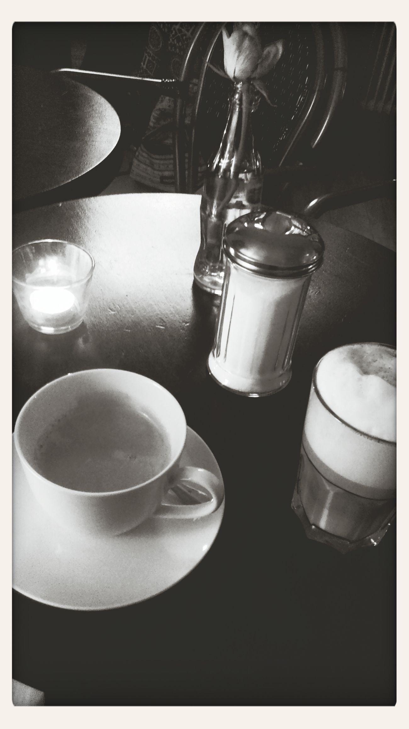 Drinking A Latte und einen Coffee mit einem Best Friend