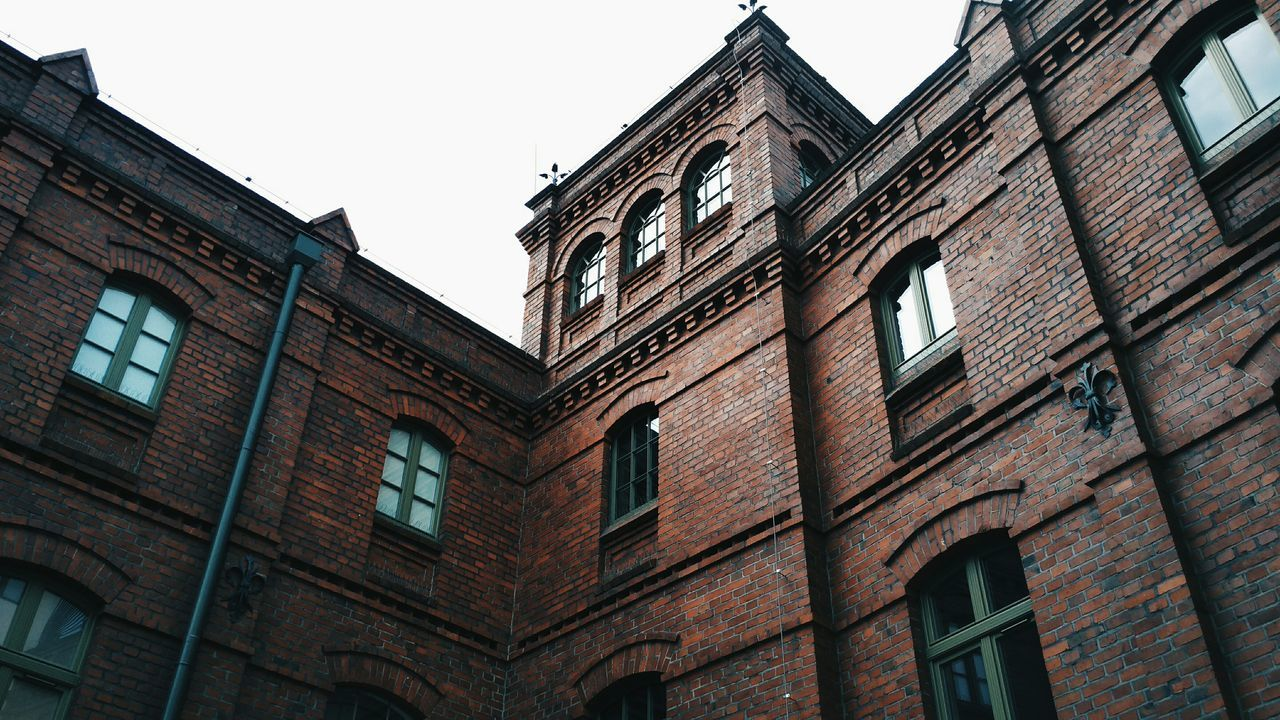 architecture, building exterior, low angle view, window, built structure, history, no people, outdoors, day, clear sky, sky