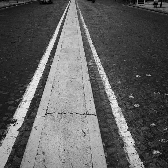 Pattern Pieces Biancoenero IPhoneography Iphoneonly Strade Streetphotography Streetphoto_bw Street Street Photography Blackandwhite Photography Napoli ❤ Campania Blackandwhite