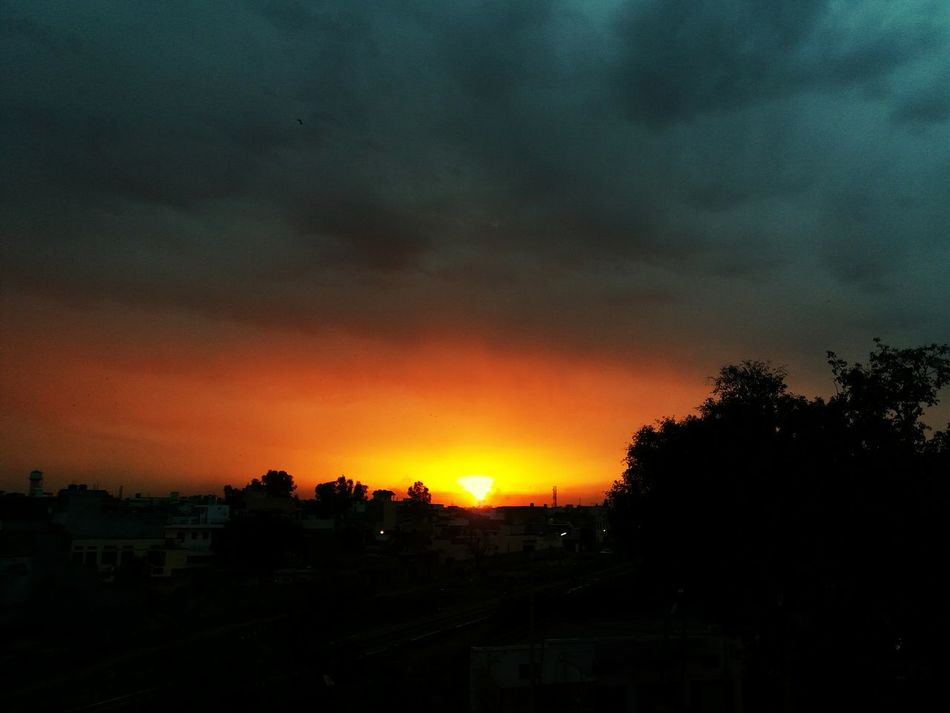 One of the best sunset views i have ever seen till day. This is just amazing EyeEmPaid Evening Travel Dark Clouds Sunset Fire Fireinthesky Sky ArtOfNature Wanderlust Landscape Majestic View Nature Talking Dawn Horizon