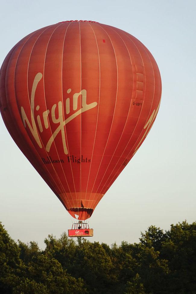 A Virgin hot air balloon flight landing in Milford, Surrey, England. England England, UK England🇬🇧 Flight Godalming Hot Air Balloon Hot Air Ballooning Hot Air Balloons Landing Milford Richard Branson Surrey Surrey Countryside Uk Virgin