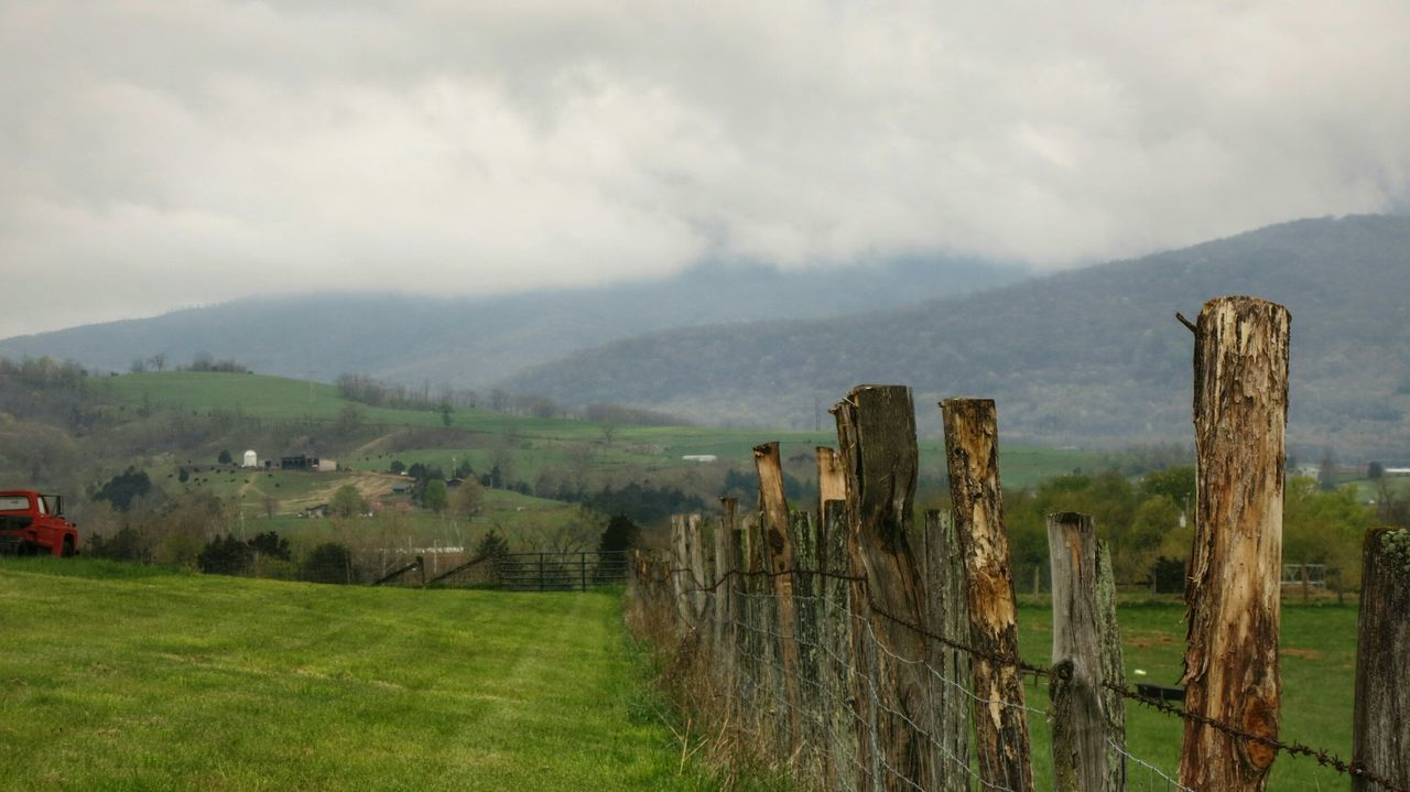 Foggy Morning Mountain View Westvirginia Springtime Old Fence South