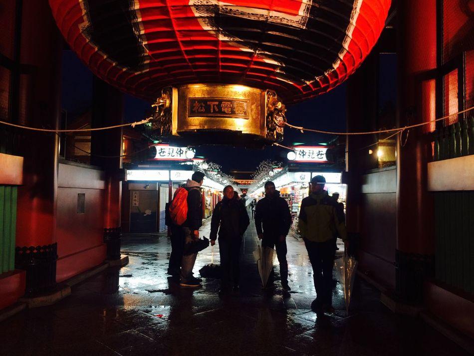 浅草。雷門。シルエット。 Night Architecture Built Structure Place Of Worship Communication Japan Japanese  EyeEm Gallery Building Exterior Text City Non-western Script Outdoors People Adults Only Adult