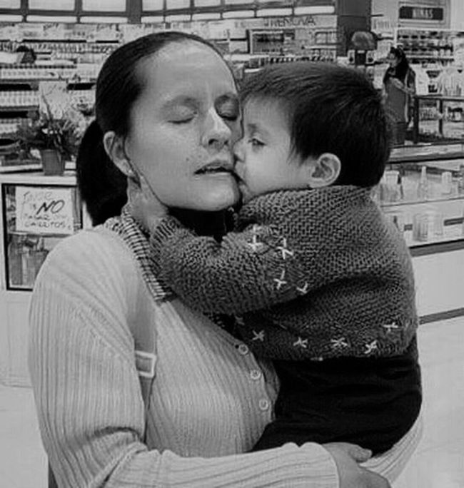 Family People Together Mother And Son Mother And Child True Love Inconditional Love  Shopping ♡ Feeling The Love Thankful Black And White Black And White Photography Black And White Portrait San Luis Potosí People And Places Monochrome Photography