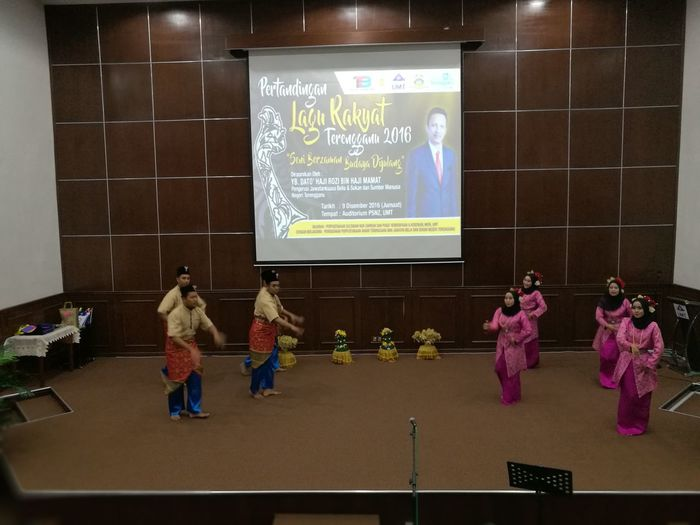 Opening show at Terengganu Folk-songs Competition held at University Malaysia Terengganu, Malaysia (9th December 2016). Cultural Show Traditional Culture Traditional Malay Clothing Cultural Heritage Malay Attire Malay Culture Traditional Malaysian Culture Terengganu, Malaysia