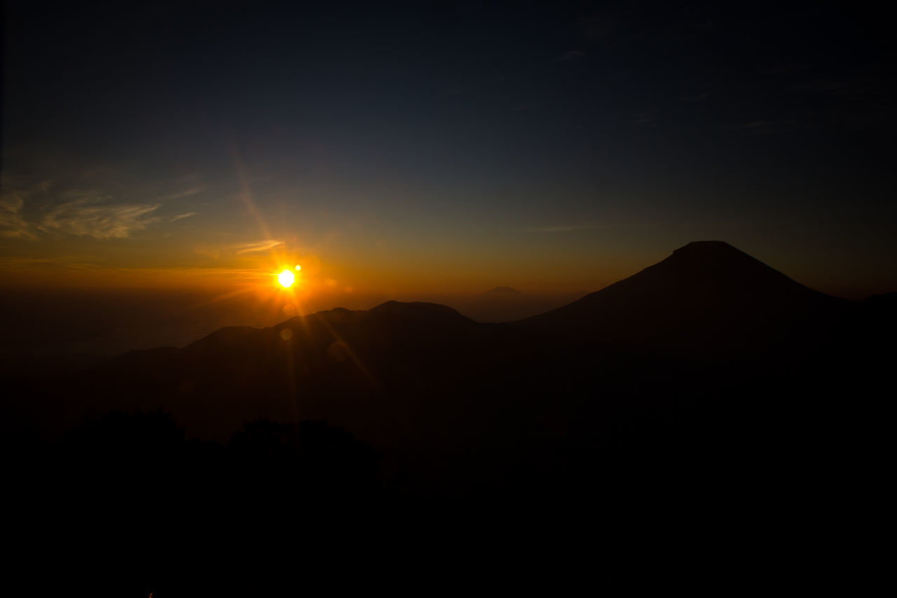 Puncaksikunir Landscape Sunrise Location : Dieng, Indonesia