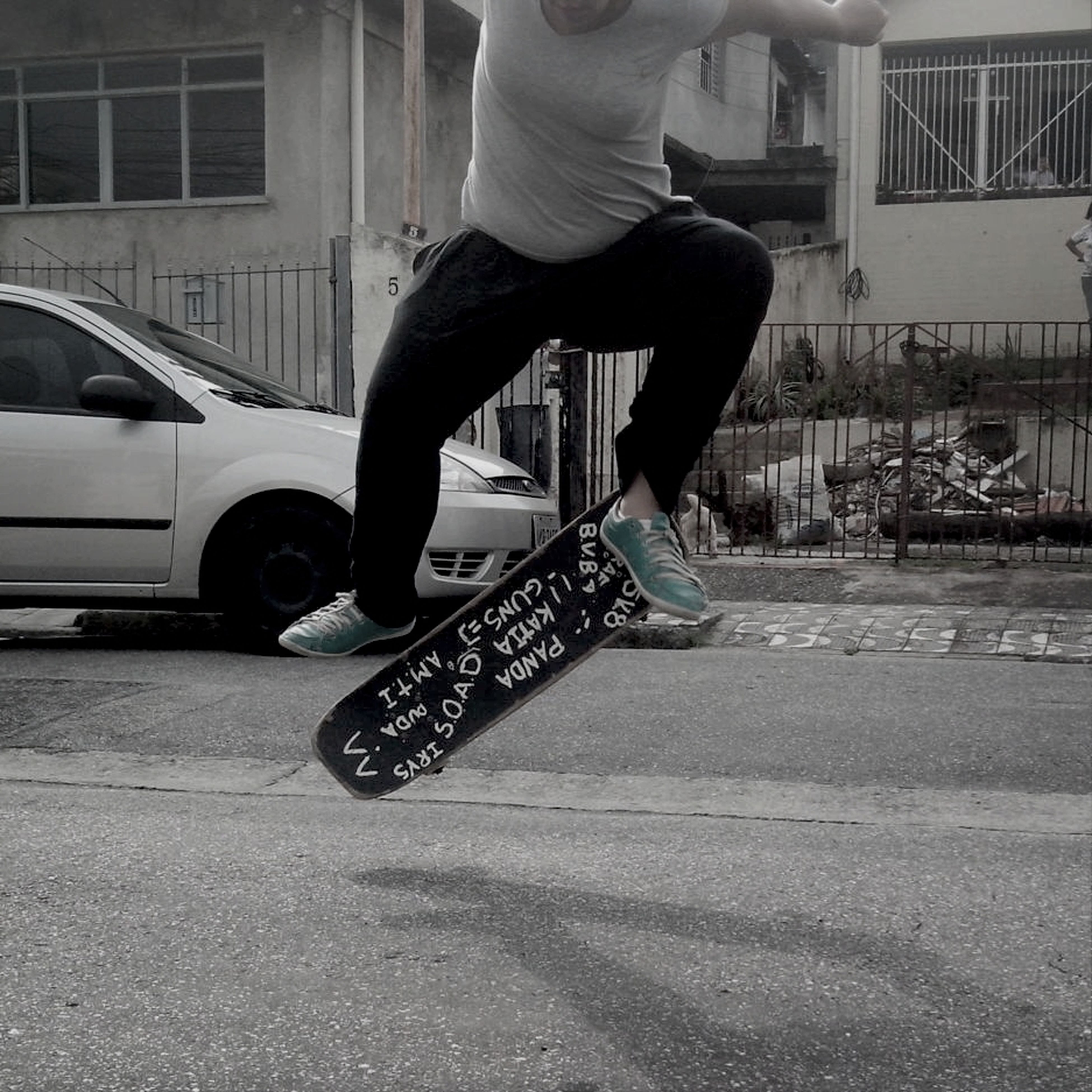 low section, person, lifestyles, men, leisure activity, shoe, side view, built structure, standing, street, architecture, full length, walking, motion, skateboard, sport, human foot