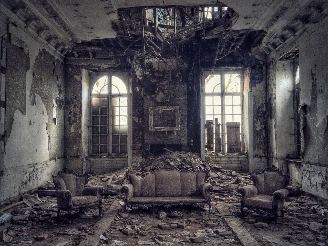 Abandoned Damaged Window Run-down Bad Condition Messy Ruined Obsolete Old Ruin Indoors  Old Destruction Broken Interior No People Discarded Home Interior Peeled Worn Out Architecture