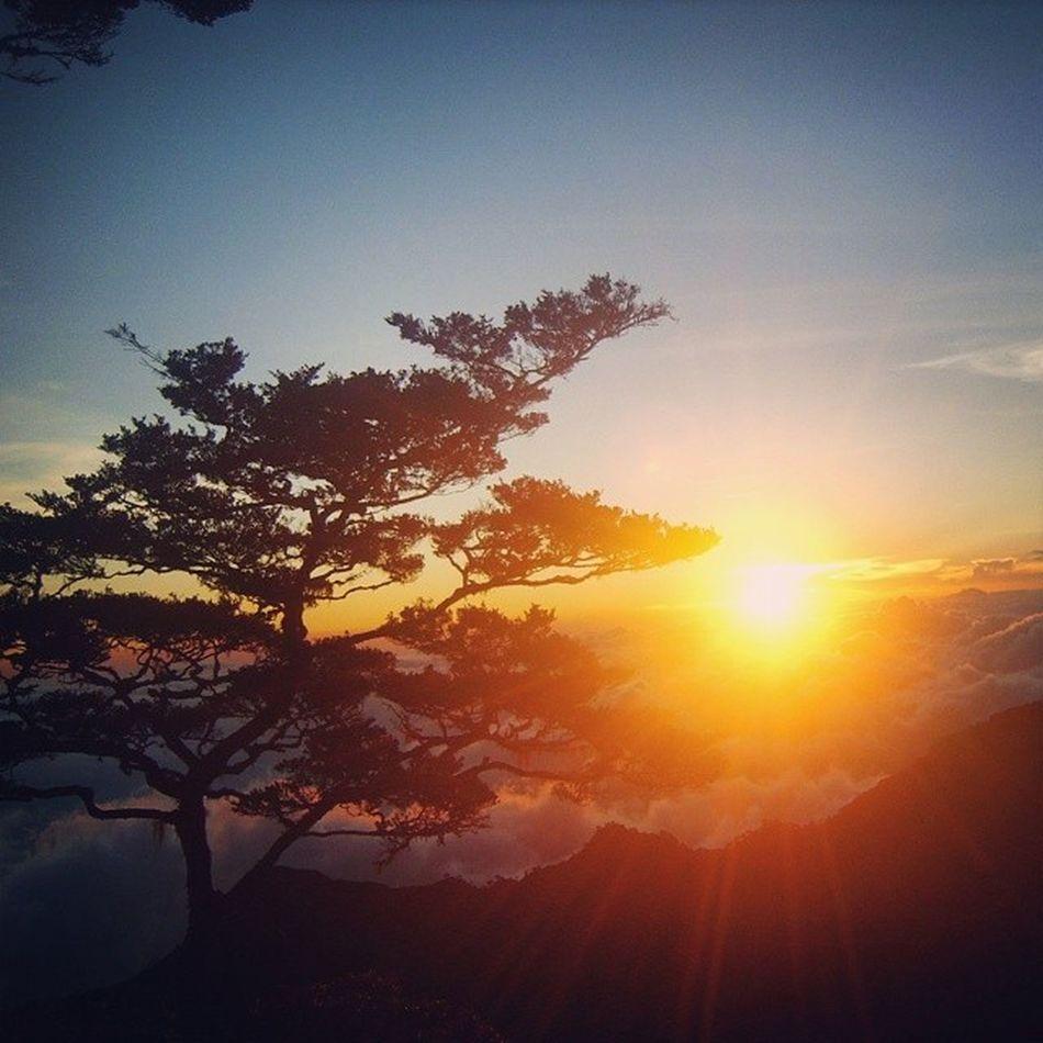 Lompobattangmount Sunset Pos9