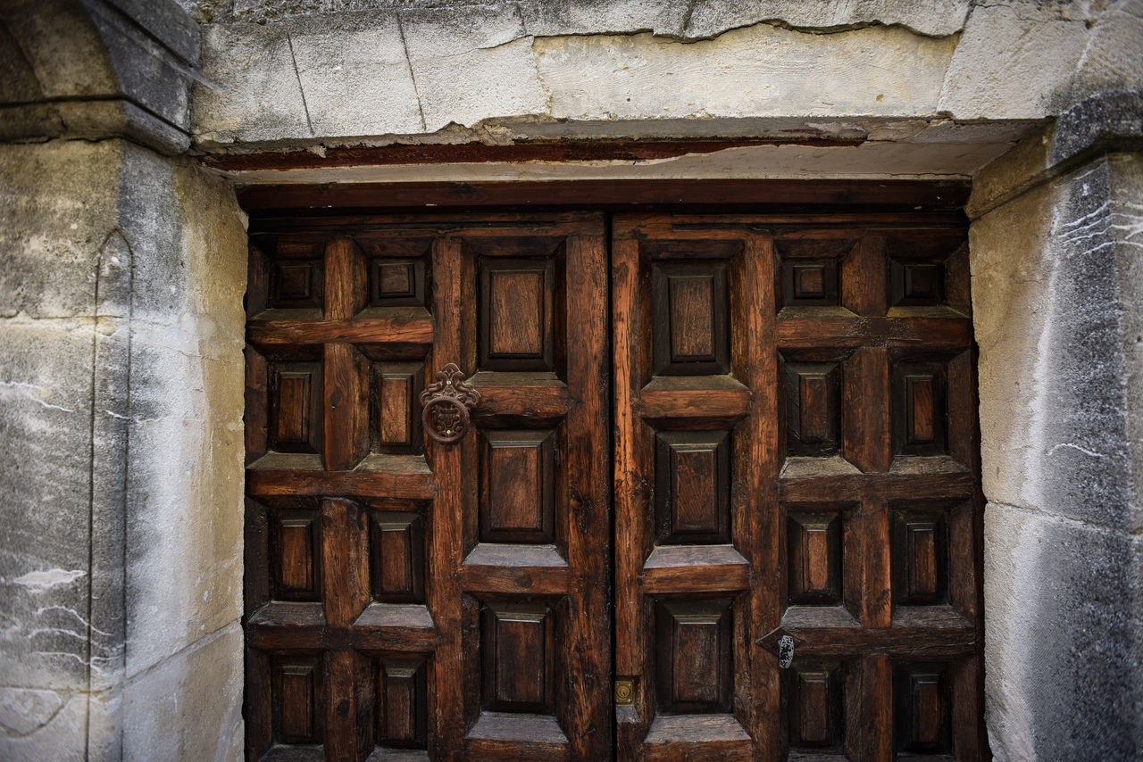 door, architecture, built structure, outdoors, no people, building exterior, day, close-up