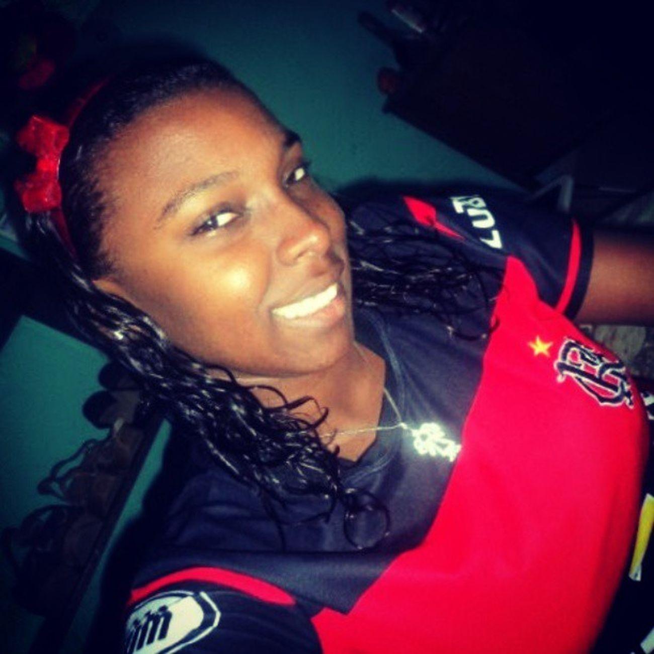 E quando me vê abre os braços me de um sorriso sou eu Negra linda...Luteminharaçaameminhacor