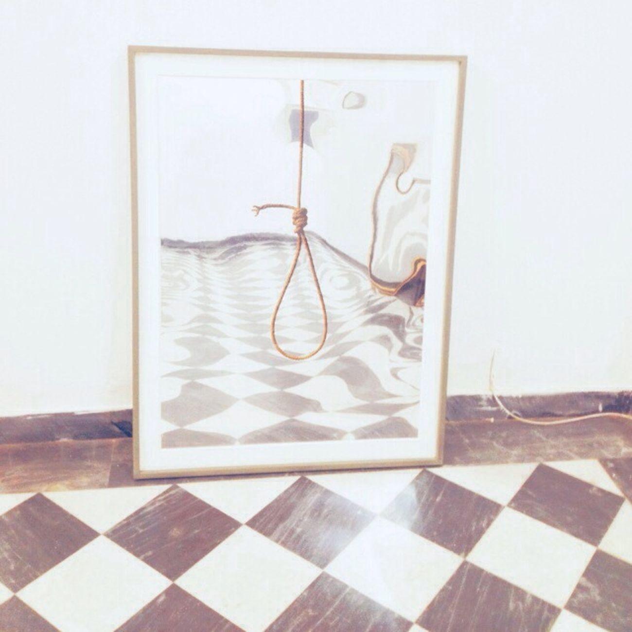 hangs the square Art Hangs