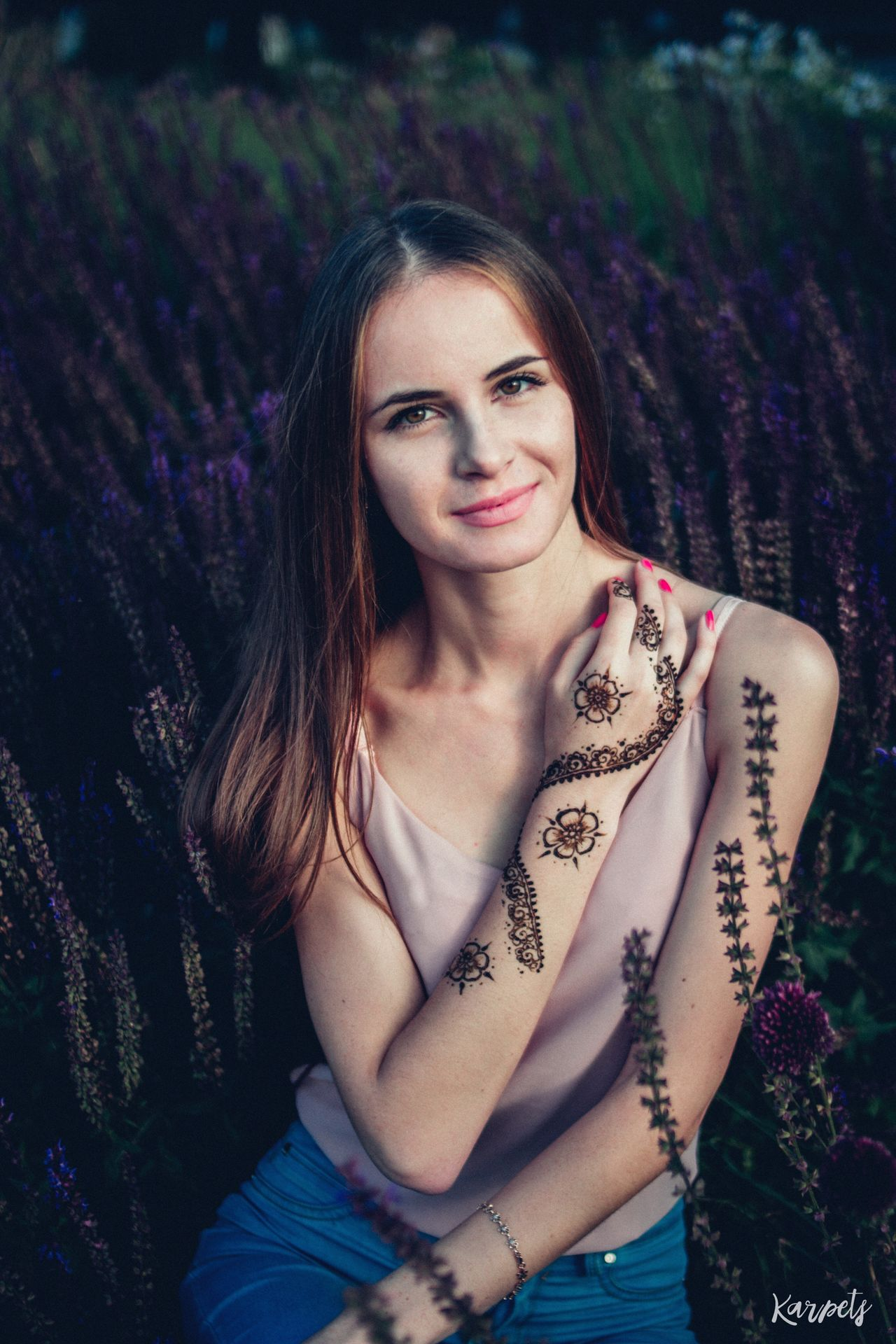 Hands Mehendi Beautiful Nature Karpetsphoto EyeEm Best Shots Flowers Moscow Color Portrait Summer EyeEmBestEdits Photography Russian Girl Portrait Russia