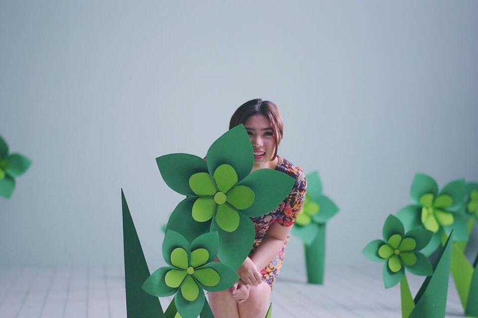 peekaboo. Beauty Model Leicacamera 50mm