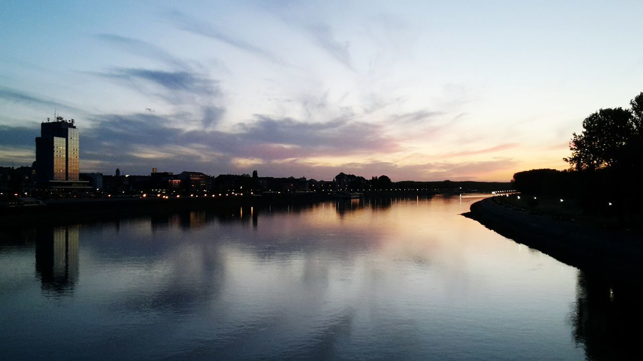 Reflection Sunset Cloud - Sky Water Outdoors Cityscape Beauty In Nature Urban Skyline Sky City