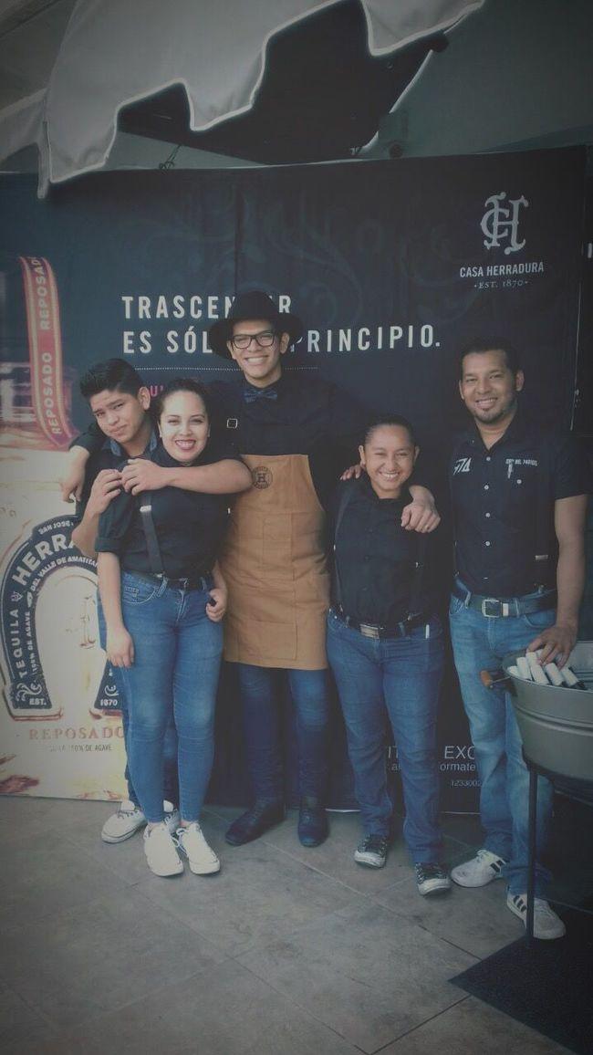 La O11CE barra team :) Chainedesrotisserus Lunch Time! LaO11CE Gastrobar