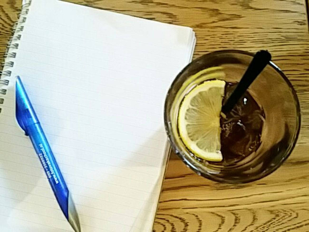 Icetea with lemon resulted in brainfreeze, inspiration on hold. Fotofantast Icetea Photography Taking Photos Taking Pictures Waiting For Inspiration