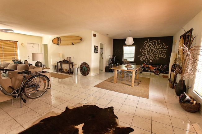 Home Sweet Home Home Coconut Grove Miami AirBnB Accommodation Surf Surfing Bycicle Bicycle Bike Living Room Decoration