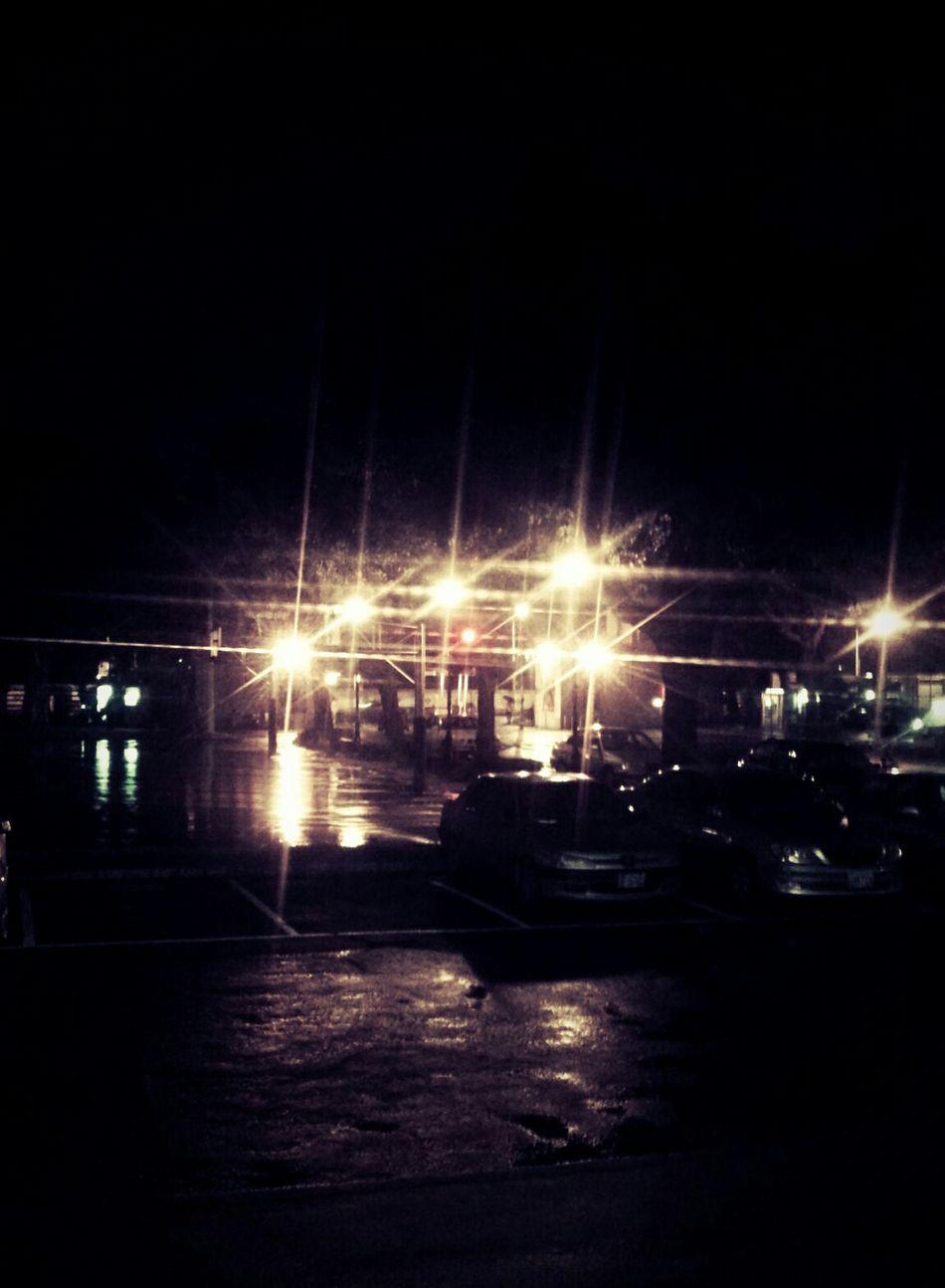一直下雨的夜晚 把心打開 裝進聽見看見的聲音