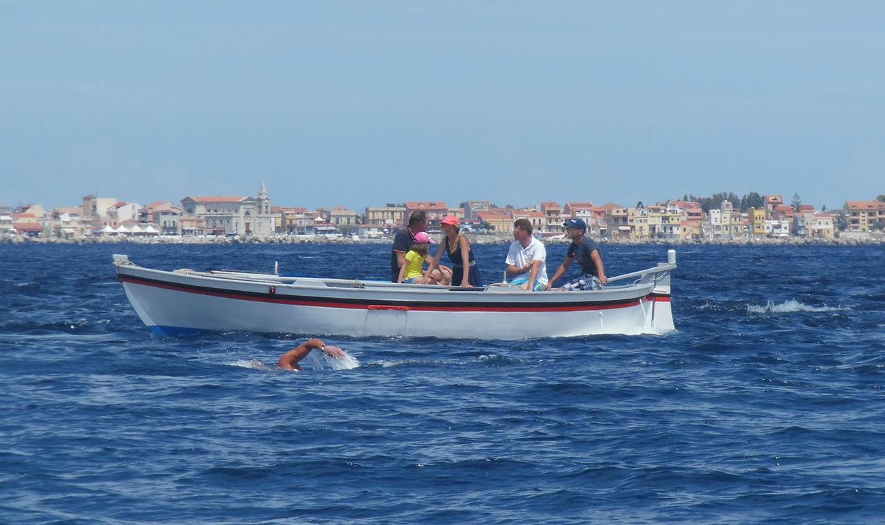 traversata dello Stretto Di Messina Sport Sailing Sea Water Nuoto Mar Tirreno Waterfront Straitofmessina Nuotoinacquelibere Barca <3 Barca Da Pesca Mare
