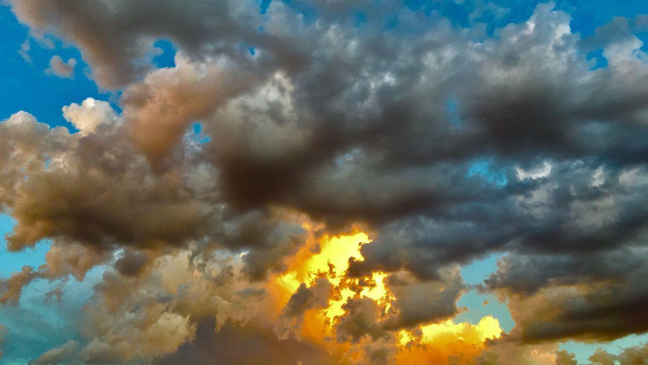 云中的太阳 Cloud - Sky Beauty In Nature Nature Cumulus Cloud Sunlight Weather Mobilephotography