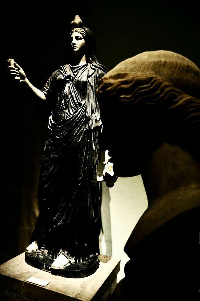 Iside Museum Art Gallery Napoli Art Museum