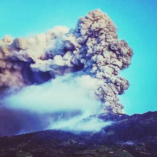 this guy is very annoying ???? Volcan Turrialba