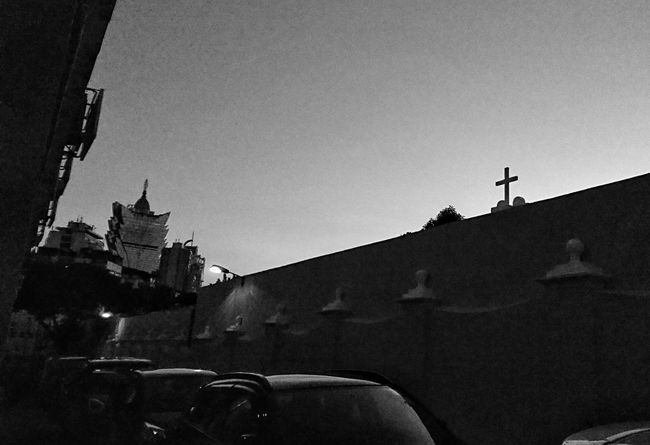 casino and cemetery (賭場與墳場) Here is Cemitério São Miguel Arcanjo de Macao. Cemetery Bnw Photography Dailylife Dailyphoto AMPt City Life Urban Lifestyle NEM Black&white Snapshots Of Life Sony Xperia XperiaZ5 Urbanphotography Streetphoto Street Photography Streetphotography Black&white Urban Exploration Streetphotography_bw Blacknwhite Eye4photography  Cityscapes Blackandwhite Blackandwhite Photography EyeEm Bnw Silhouette