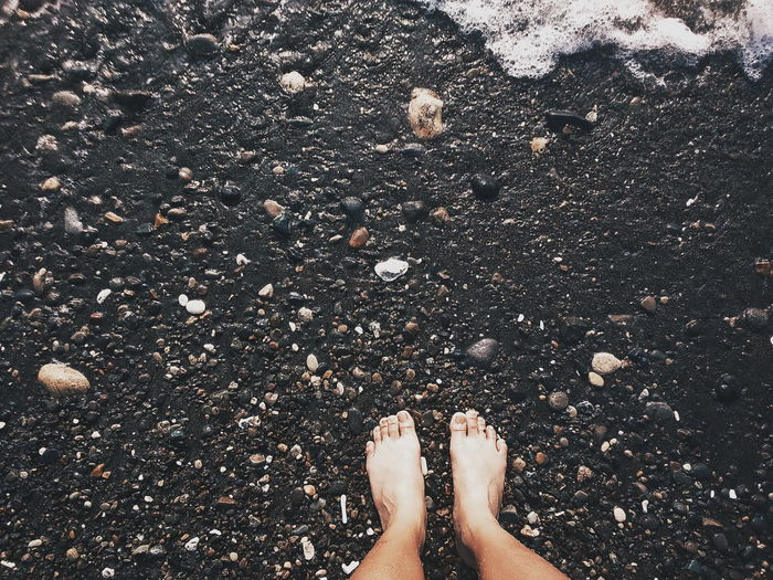 🌊🌊🌊 Beach Photography Teen Rock - Object Feet On The Ground Sand & Sea Stone BEACH!