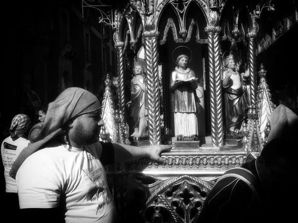 Fede e Devozione Cerodeifiorai a Regina de Cannalora Sant'agata Martire Asantuzza Semututtidevotitutti Religion Spirituality Sculpture Real People Sicilia Trinacria One Person Black And White Photography Monumento Pietralavica Visitsicily