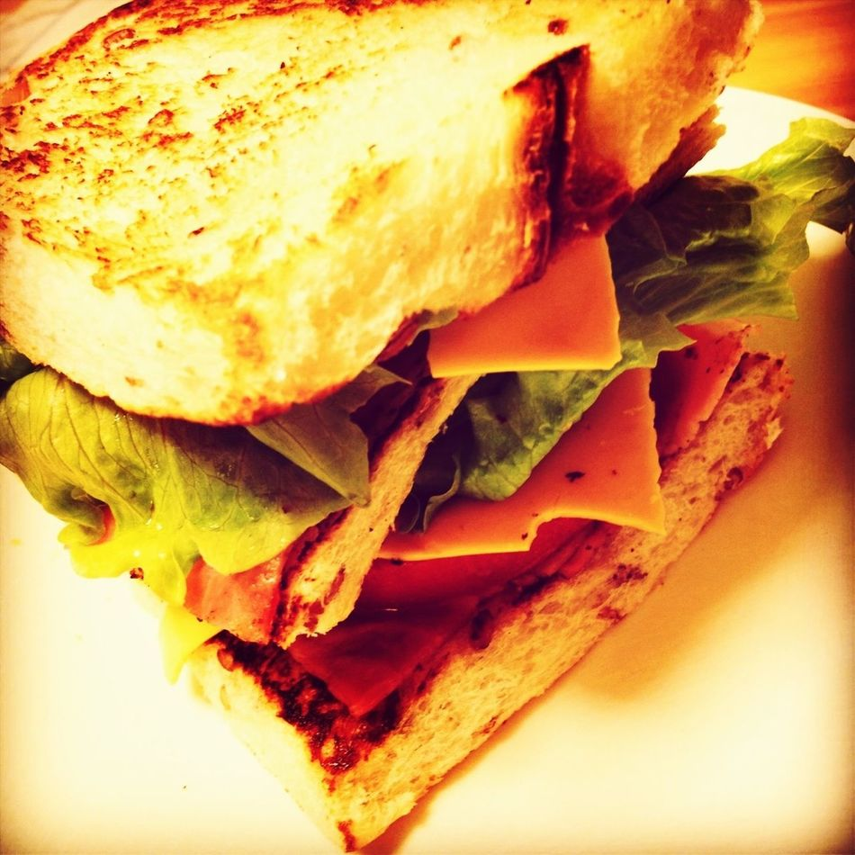 IPhoneography Cooking BLT Sandwitch 手製ライ麦BLTサンド With チェダー