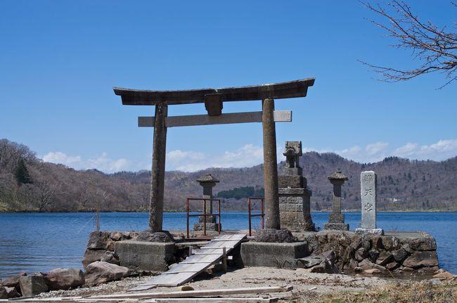Blue Calm Ceremonious Japan Lake Lakeside Scenics Shrine Shrine Of Japan Shrines & Temples Sky Tranquil Scene Tranquility 赤城神社 鳥居