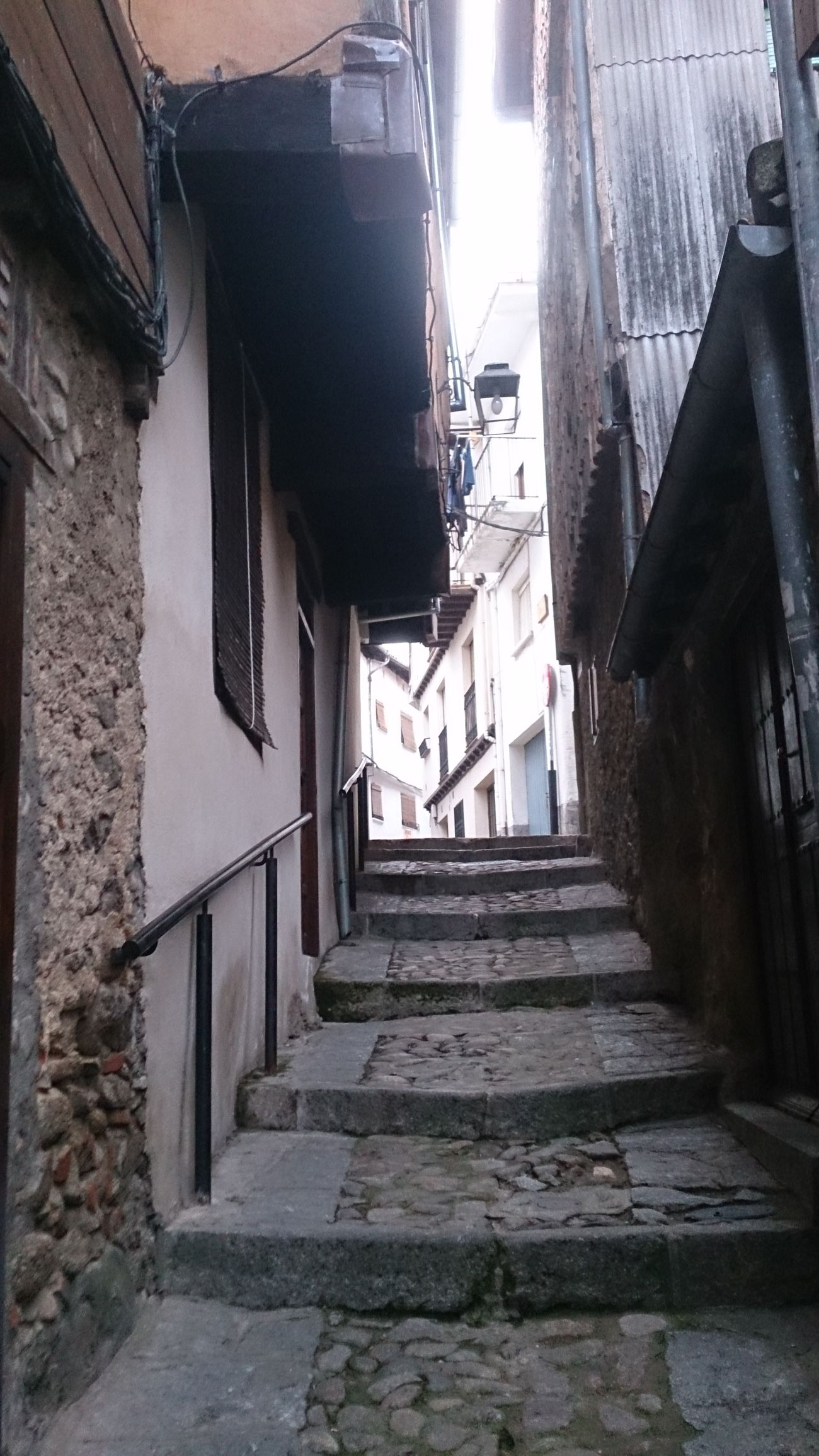 Una Calle que es Cuesta Arriba del Pueblo Extremeño Hervás