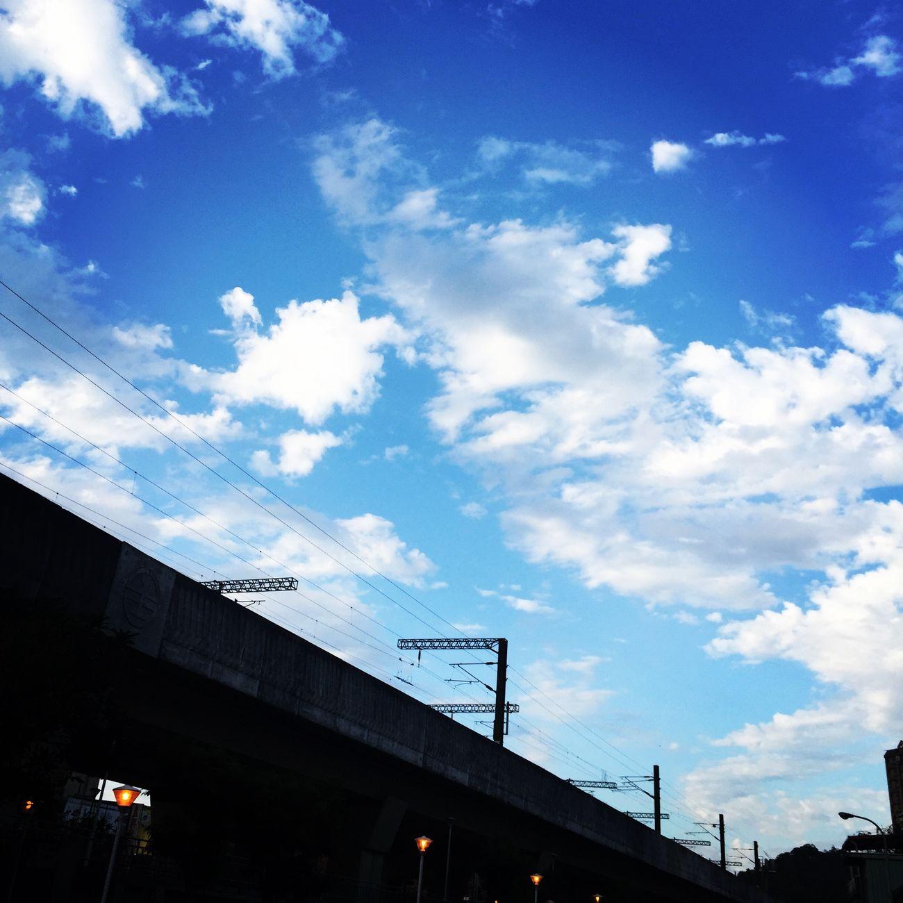 久違的藍天白雲