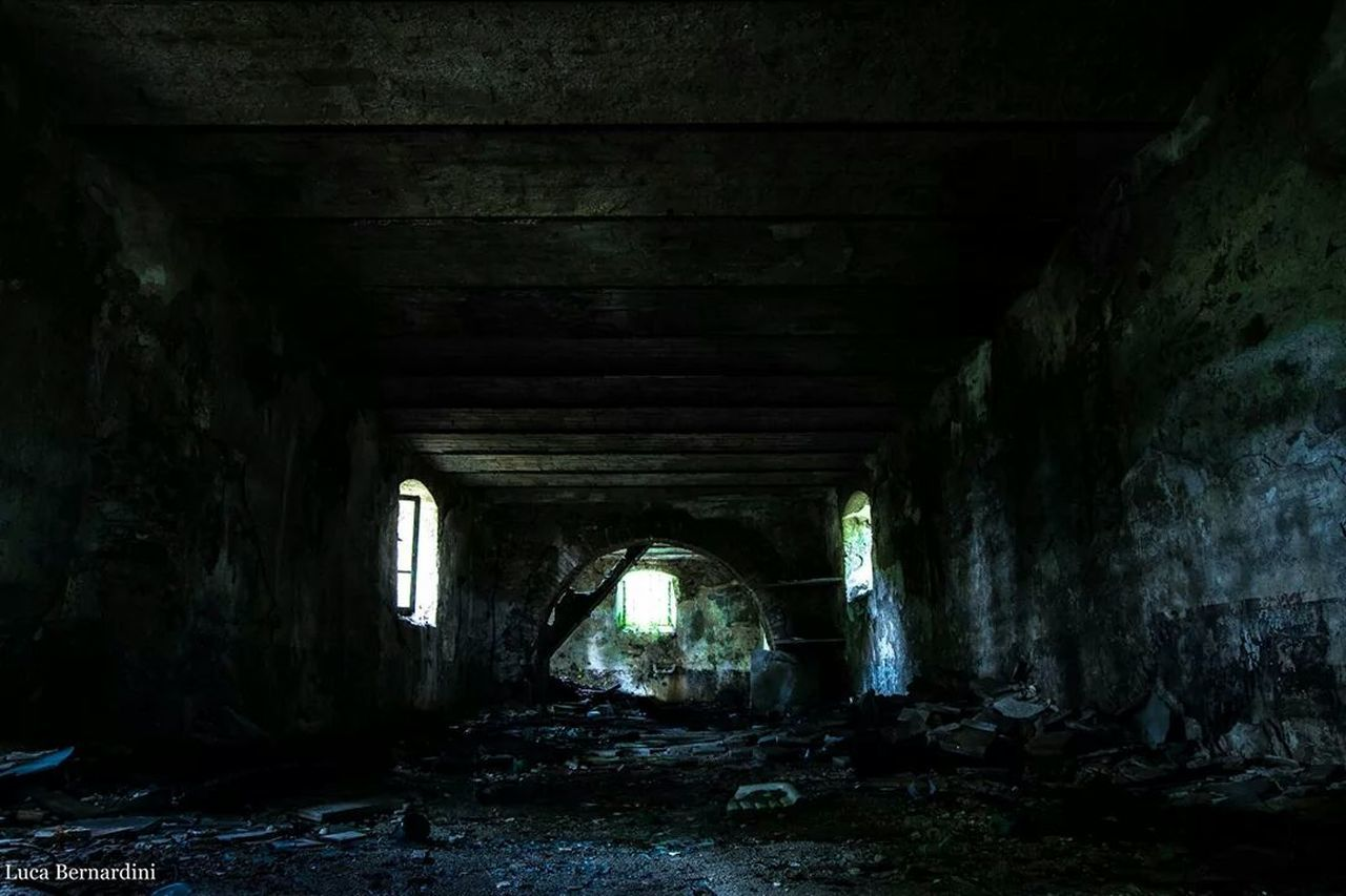 indoors, architecture, abandoned, tunnel, light at the end of the tunnel, built structure, damaged, no people, day