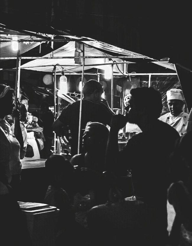 Cotidiano Fotografia De Rua Blackandwhite Photography Urbanphotography Preto & Branco Black And White Photography Pretoebranco Black&white Streetphotography Blackandwhite Black & White Streetphoto_bw City Street Recife, BRASIL RecifeAntigo