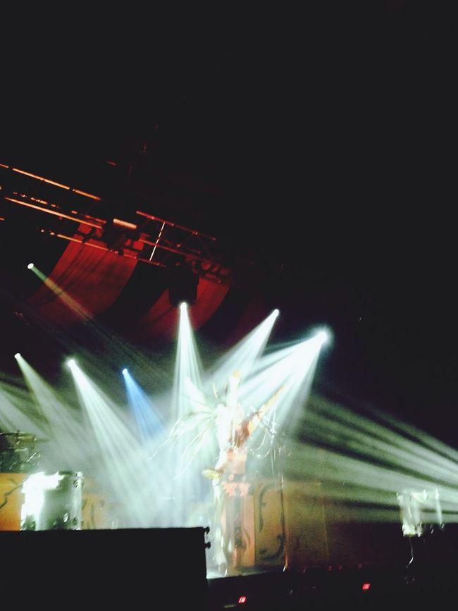 Bathed in Stage Light B E A T S A N T I Q U E
