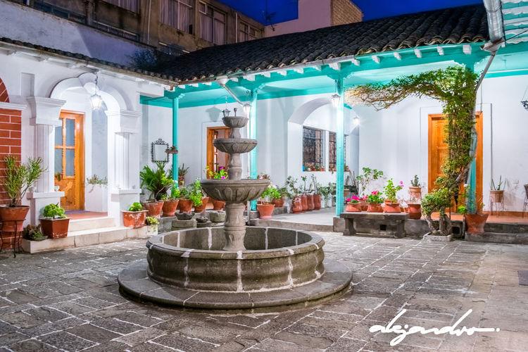 Patio casa colonial del centro histórico de Latacunga. Architecture Colonial Colonial Architecture Colonial Style Cotopaxi Ecuador Latacunga Old House