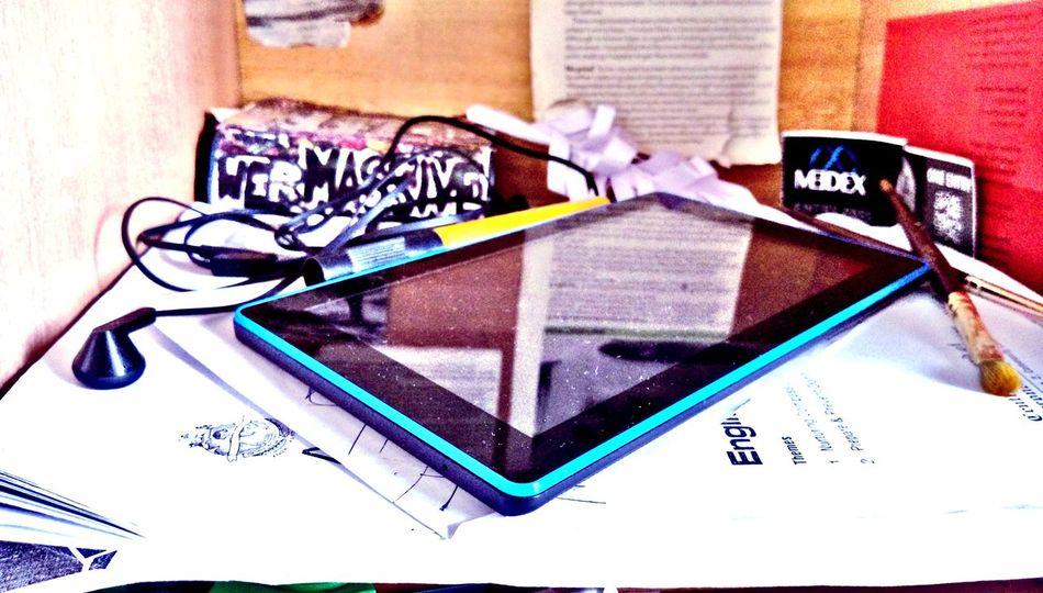 Indoors  No People Paper Table Education Close-up Day Gadget Gadgetgrapher_riau Gadgetgrapher_kepri GadgetPhotography Gadgetlicious Mobile Conversations EyeEmNewHere